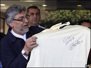 El presidente de Paraguay, Fernando Lugo, tras visitar a Cabañas