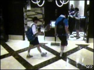 Кадр камеры наблюдения отеля, в котором был убит Мабхух