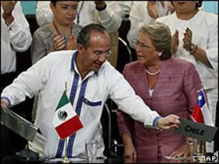 Los presidentes de México y Chile, Felipe Calderón y Michelle Bachelet.