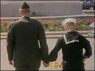 Pareja militar gay. Foto de archivo.
