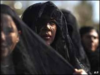 Mujeres con velo negro en una marcha contra la violencia en Ciudad Juárez, el 13 de febrero de 2010