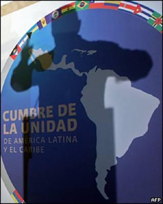 Sombra de Hugo Chávez sobre emblema de la Comunidad de Estados Latinoamericanos y Caribeños