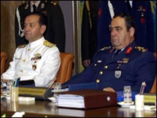 قائدا القوات البحرية والجوية السابقين