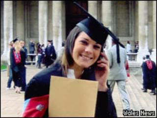 Emma Jones em dia de graduação em sociologia