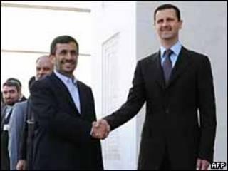 Los presidentes irani, Mahmoud Ahmadinejad, y sirio, Bashar al-Assad