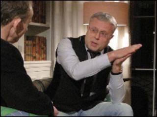 Александр Лебедев дает интервью телевидению Би-би-си