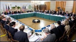За столом переговоров в Вашингтоне