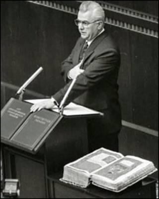 Леонід Кравчук складає присягу Президента України 5 грудня 1991 р.