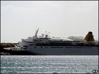 Crucero Costa Europa tras chocar en el muelle en Sharm el-Sheikh