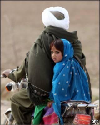 Афганская семья на велосипеде