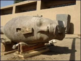 رأس تمثال أمنحتب