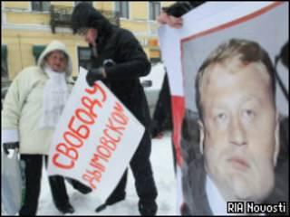 Сторонники Дымовского требуют во время митинга освободить бывшего майора милиции
