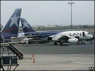 Aviones de Lan Chile en el aeropuerto de Lima, Perú