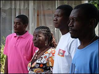 Cuatro miembros de la familia Desarmes.