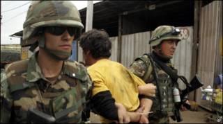 Чилийские солдаты на улицах Консепсьона