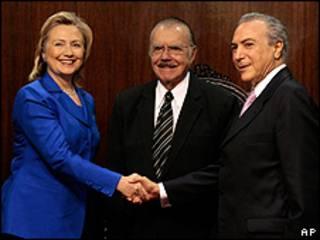 A secretária de Estado dos EUA, Hillary Clinton, se encontra com o presidente do Senado, José Sarney, e com o presidente da Câmara, Michel Temer