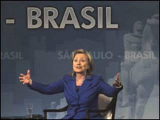 A secretária de Estado dos EUA, Hillary Clinton em São Paulo. Foto AFP/Getty/Mauricio Lima
