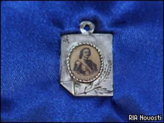 Серебряный медальон с изображением Петра Первого