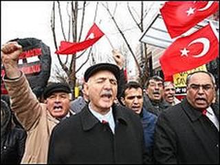 متظاهرون أتراك ضد القرار الأمريكي
