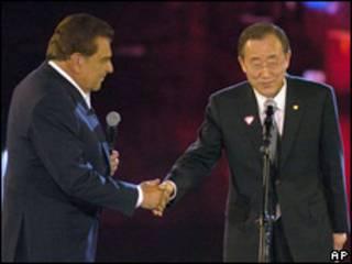 Don Francisco y Ban Ki Moon, secretario general de la ONU