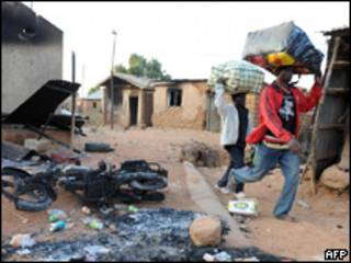 Imagem da violência em Jos em janeiro (PIUS UTOMI EKPEI/AFP/Getty Images)