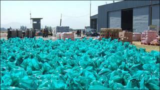Bolsas con ayuda en la base de la fuerza aérea chilena