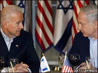 O vice-presidente dos EUA, Joe Biden (esquerda) e o premiê de Israel, Netanyahu