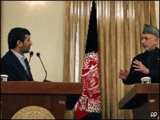 Mahmoud Ahmadinejad y Hamid Karzai