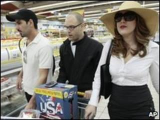 Actores del comercial del supermercado israelí