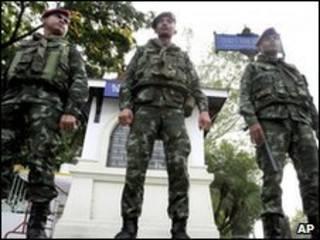 Chính phủ Thái Lan điều động nhiều ngàn quân lính để đối phó với biểu tình quy mô lớn của người áo đỏ
