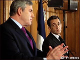 El primer ministro inglés, Gordon Brown, y el presidente francés, Nicolás Sarkozy.
