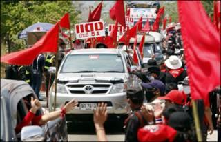 Người áo đỏ khởi hành từ Chieng mai. (Hình AFP Getty)