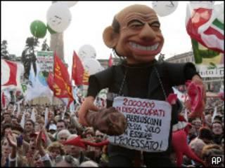 متظاهرون ضد برلسكوني
