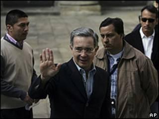 O presidente Álvaro Uribe durante votação