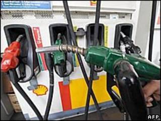 مضخات بنزين في شركة شل