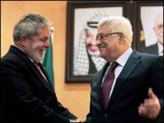 Lula (esquerda) e Mahmoud Abbas durante visita em março