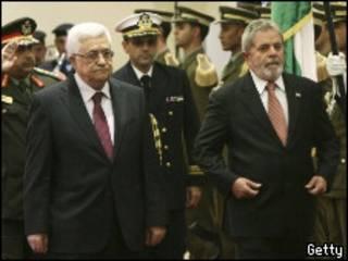 Lula caminha ao lado de Abbas (Tara Todras-Whitehill-Pool/Getty Images)
