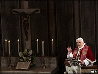El Papa Benedicto XVI pronunciando un discurso en una iglesia romana, 14 marzo, 2010