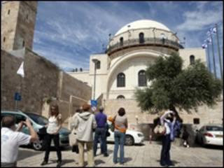 Відрестароврована синагога Хурва в Єрусалимі