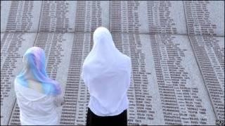 Мемориал жертвам резни в Сребренице