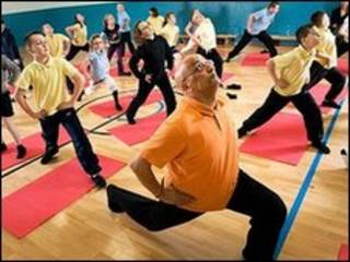 孩子们上瑜伽课