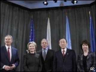 از راست به چپ: اشتون، بان کی مون، لاوروف، کلینتون، تونی بلر