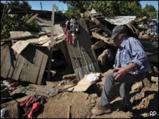 Un hombre afectado por el terremeto en Chile