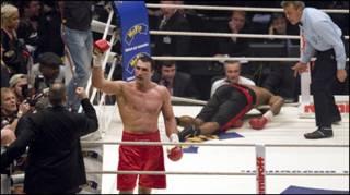 Володимир Кличко святкує перемогу