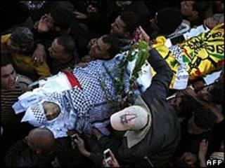 تشييع جثة اسيد قادوس في الضفة الغربية