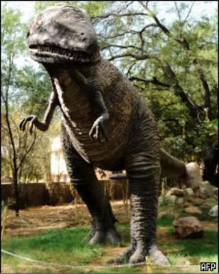 Imagem de parque de dinossauros na Índia (SAM PANTHAKY/AFP/Getty Images))