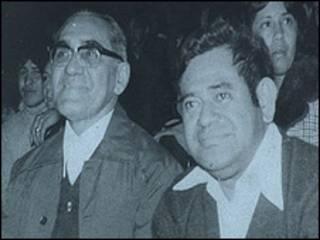 Salvador Barraza (der.) con monseñor Romero