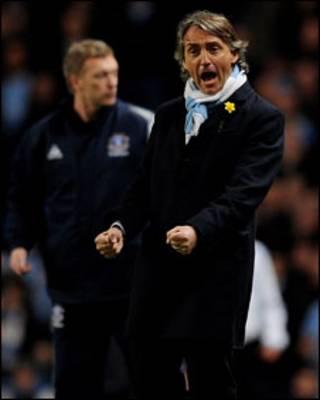 Roberto Mancini trong trận Man City gặp Everton