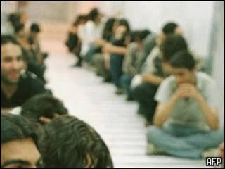 بازداشت شدگان در راهروهای اوین