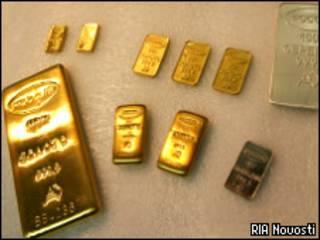 Слитки из золота, серебра и других драгоценных металлов в России (РИА Новости)